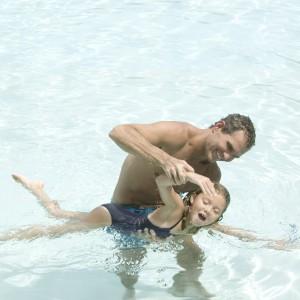 Jak nauczyć dziecko pływać